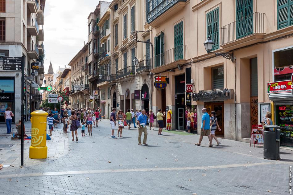 Carrer dels Oms. Исторический центр Пальмы практически полностью пешеходный.