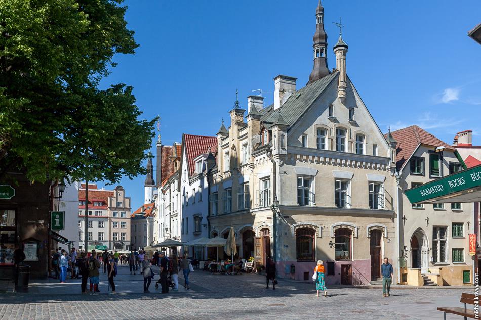 В Таллине все по старому. Из значительных реконструкций бросилась в глаза только капитальные ремонт трамвайных путей на Pärnu maantee. Правда по Таллину мы особо не ездили.