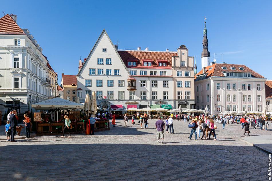 В уличных кафе стали массово работать русские говорящие на эстонском и английском. Еще каких то 15 лет назад это в основном были эстонцы говорящие на русском и английском.
