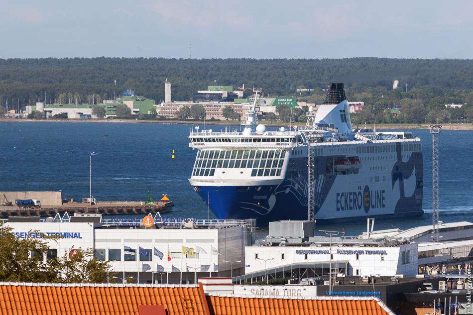 M/S Finlandia компании Eckerö Line. В 2012 году этот паром пришел на смену M/S Nordlandia на линии Хельсинки - Таллин. Везет же нам на старые парому.