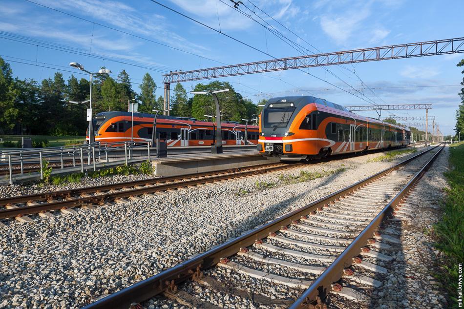 Электропоезда Stadler Flirt на станции Аэгвийду (Aegviidu).