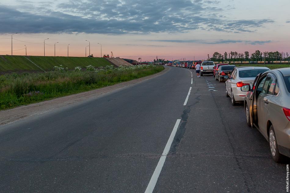 Пробка у строительства путепровода через железную дорогу. Автодорога А180, Санкт-Петерург - Навра в районе деревне Ополье.