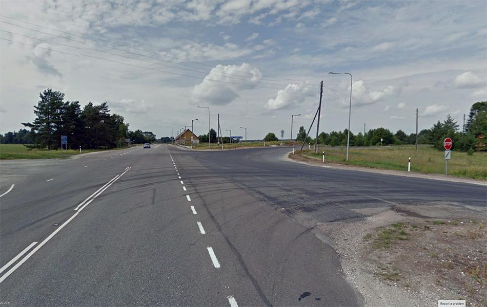 """А вот так это выглядело три года назад. Поворот на Kose, то место на котором на видео мы выезжаем на """"автомагистраль""""."""