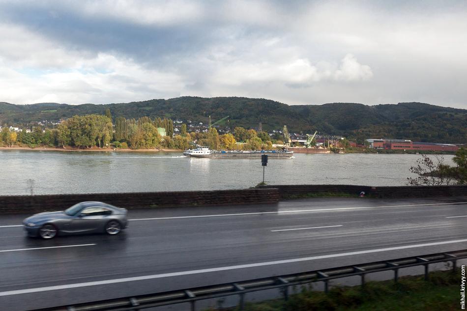 Поезда Siemens Desiro ML компании Trans Regio работают на ветке Кобленц - Боппард - Майнц, которая почти целиком идет по левому берегу Рейна.