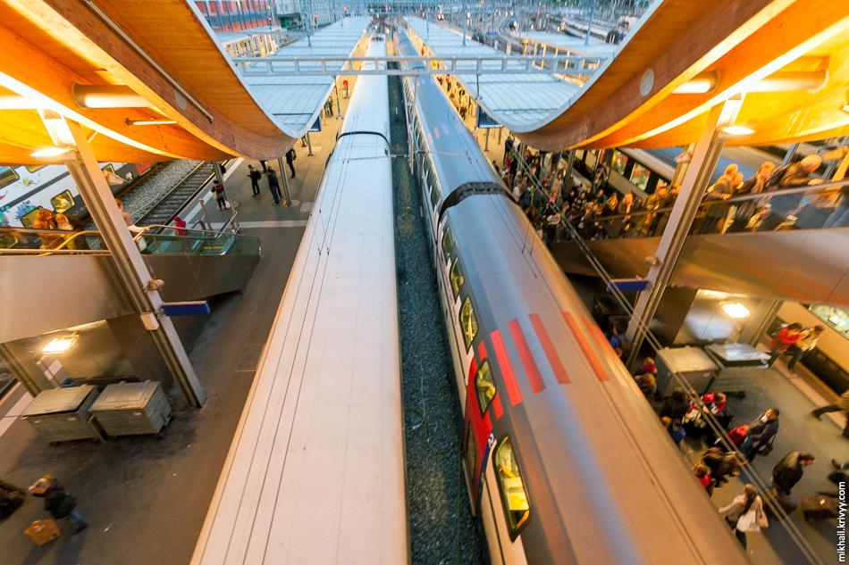 Платформы центрального вокзала Берна.