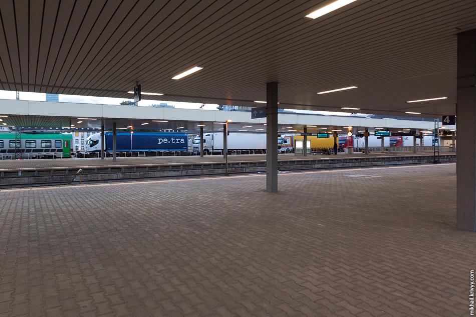 Фуры едут поездом. Вокзал Базель Б.Б.