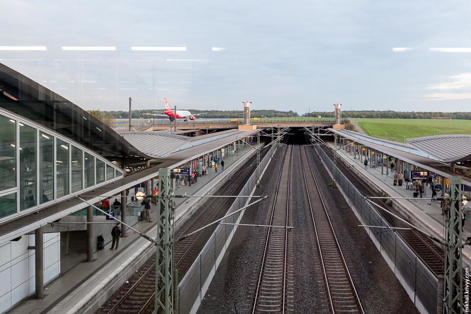 Точнее до станции Düsseldorf Airport.