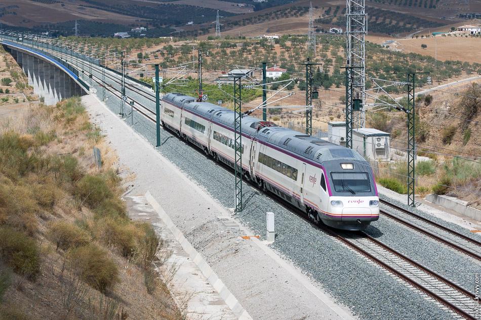 AVE Class 104. Non-tilted версия Пендолино на базе ETR-460. Они используются на маршруте Малага - Севилья и разгоняются до 250 км/ч.