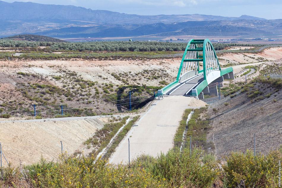 Строительство высокоскоростной железной дороги Севилья - Антекера Санта-Анна - Гранада.