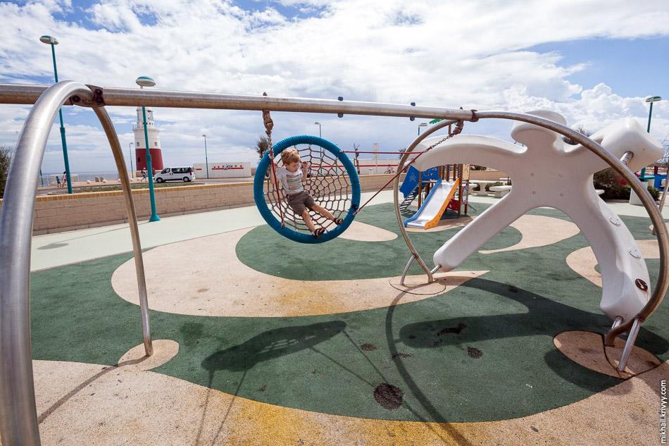 """Детская площадка в """"Europe point"""". Гибралтар."""