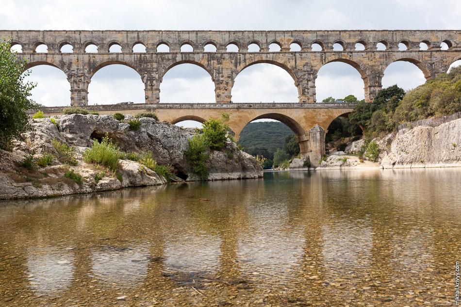 В 1747 г. неподалёку был построен современный мост, движение по Пон-дю-Гару было постепенно закрыто, а сам древний памятник по приказу Наполеона III отреставрирован.
