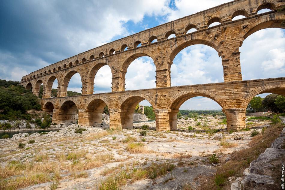 Акведук Пон-дю-Гар (Pont du Gard). Вид с западной стороны.