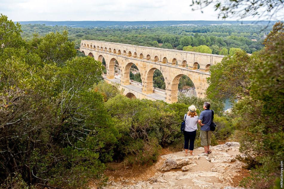 Акведук Пон-дю-Гар (Pont du Gard).