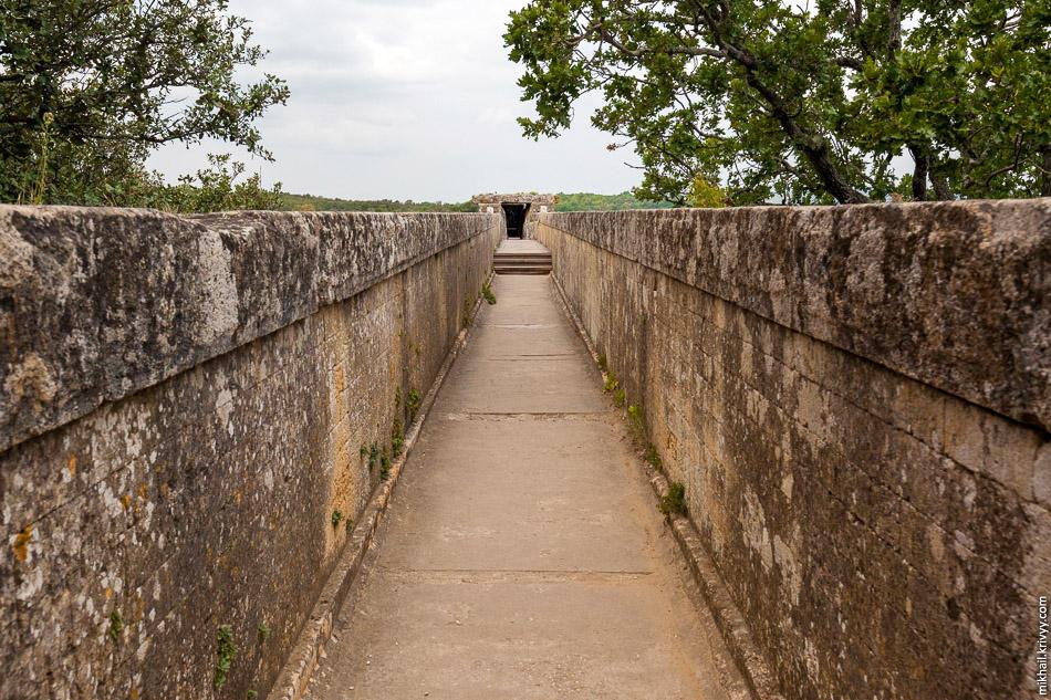 Желоб для воды. Акведук Пон-дю-Гар.
