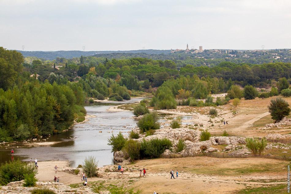 Вид на реку Гардон. Допускаю что в первой половине лета она гораздо более полноводна.