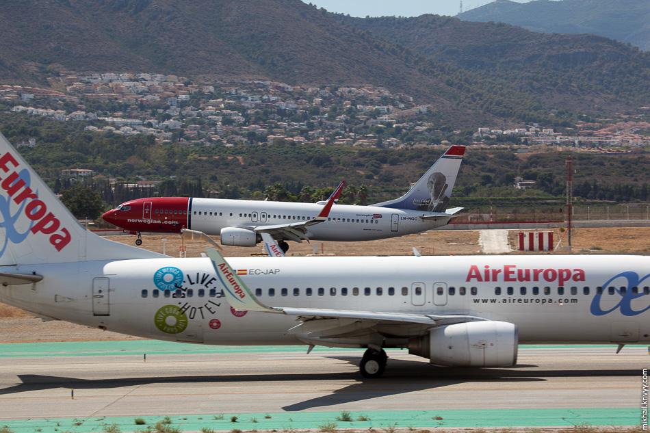 Boeing 737 LN-NGC авиакомпании Norwegian и Boeing 737 EC-JAP авиакомпании Air Europa.