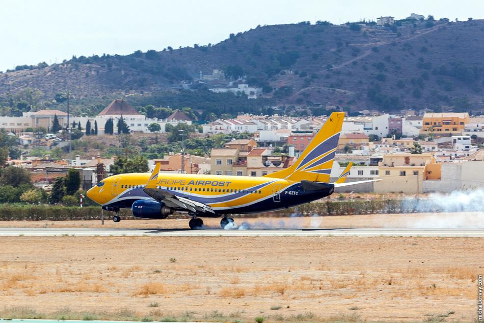F-GZTC.  Boeing 737 авиакомпании Europe Airpost. У Europe Airpost есть специальные модификации 737, которые за час преобразуются их грузовых в пассажирские. В данном случае, скорее всего, это чартерный рейс.