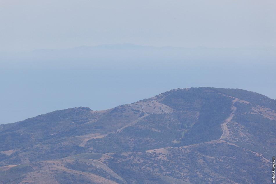 В хорошую погоду прямо из гостиницы видно Африку. Да и не в очень хорошую тоже. Ровно 200 км. по прямой, там как раз граница между Марокко и Алжиром.