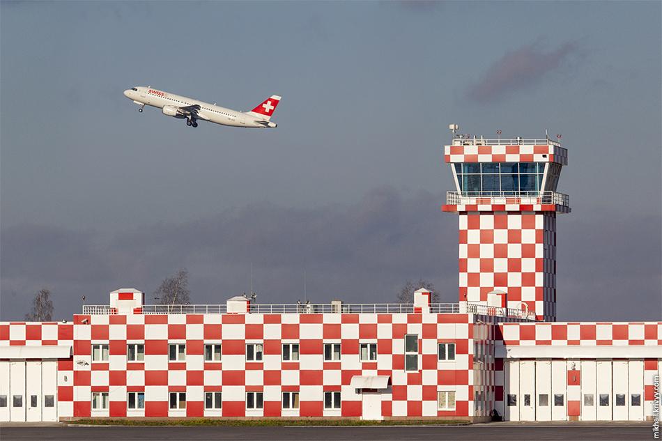 HB-JLQ, Airbus A320 Swiss. Началось все с непатриотических, для Питера, цветов :)