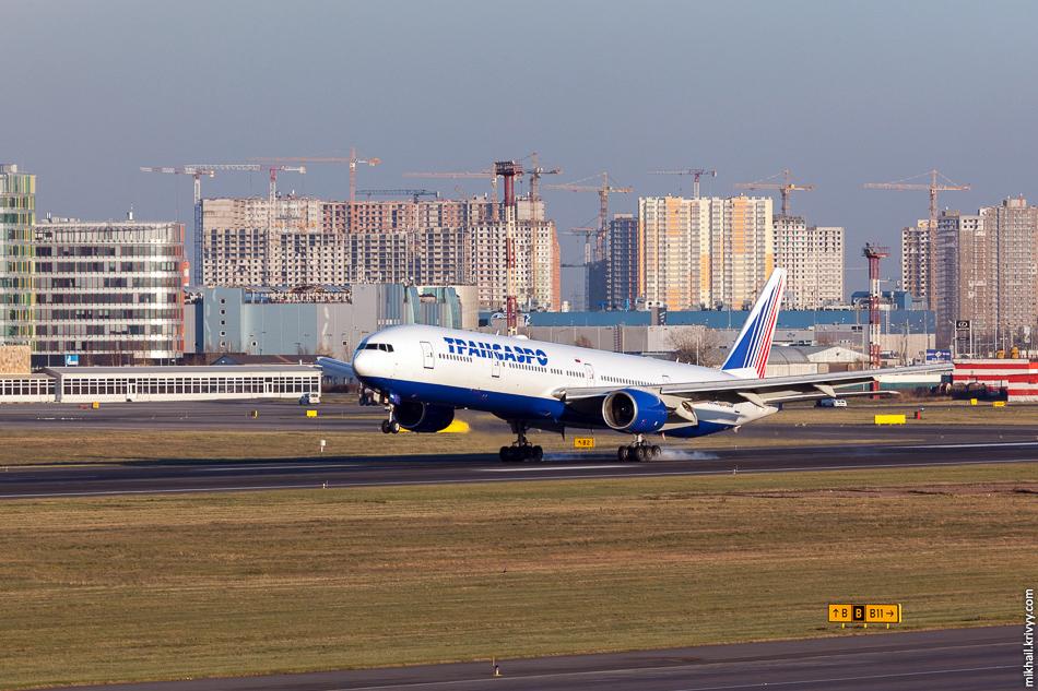 EI-UNL, Boeing 777, Трансаэро. В Пулково, конечно, поразнообразнее чем в Малаге или Пальме.