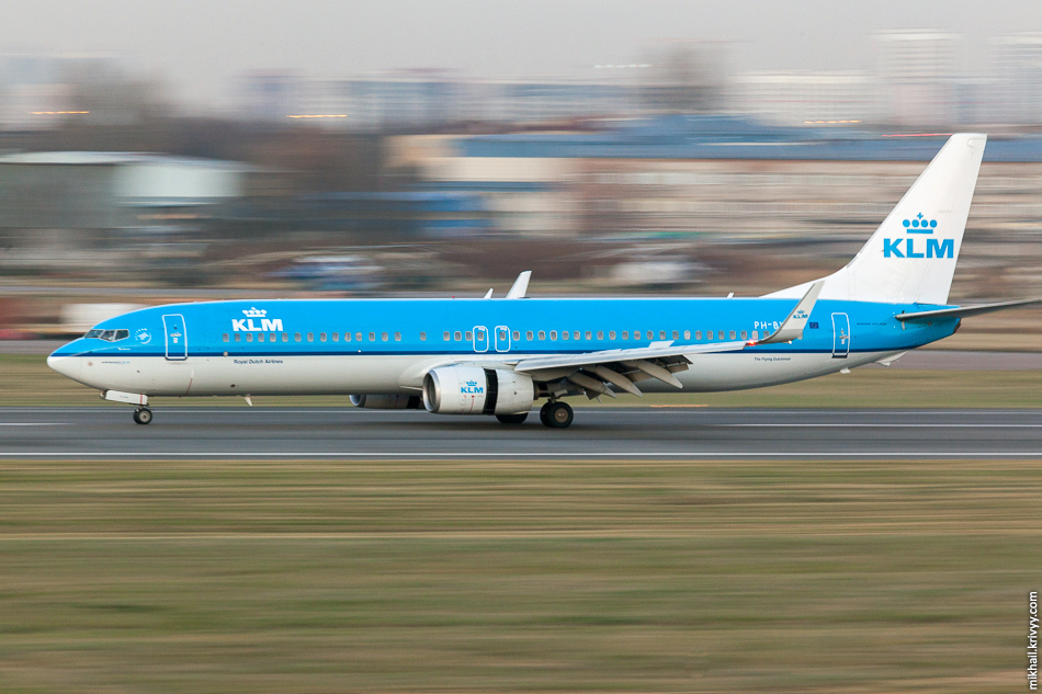 PH-BXS, Boeing 737, KLM Royal Dutch Airlines. Стало совсем темно и компания свернулась. Я успел выбраться из города еще до пробок.