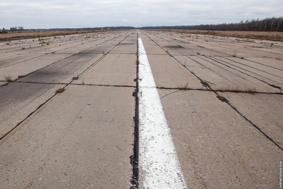 ВПП аэропорта Кречевицы. Вид на юг.