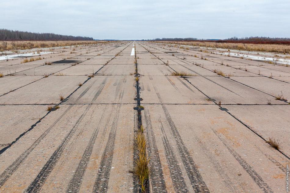 ВПП аэропорта Кречевицы. Еще один вид на север.