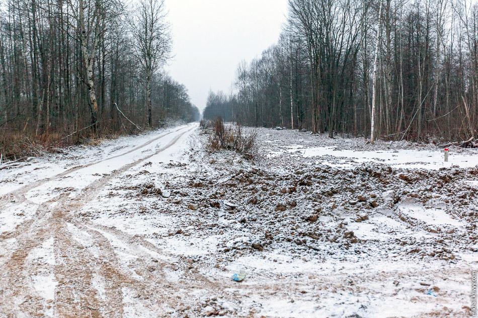 А вот техническая дорога для обслуживания газопровода.