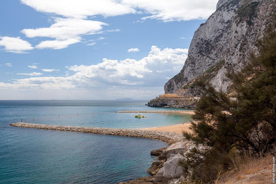 Восточное побережье полуострова Гибралтар.