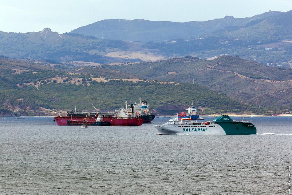 Паром из Испанского Альхесираса в Танжир (Марокко) или Сеуту (Испанский анклав на территории Марокко).