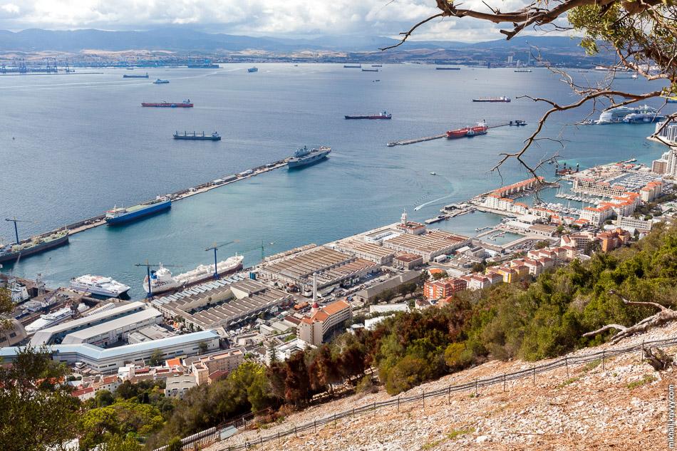 Ну и напоследок еще одно общее фото порта Гибралтара.