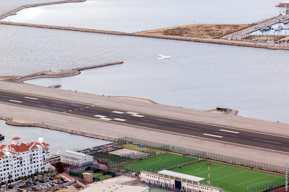 Борт ушел.Один-два раза в день из аэропорта Гибралтара регулярные рейсы выполняет авиакомпании British Airways. Обычно это Airbus A319/A320 или Boeing 737. В сезон летает easyJet.