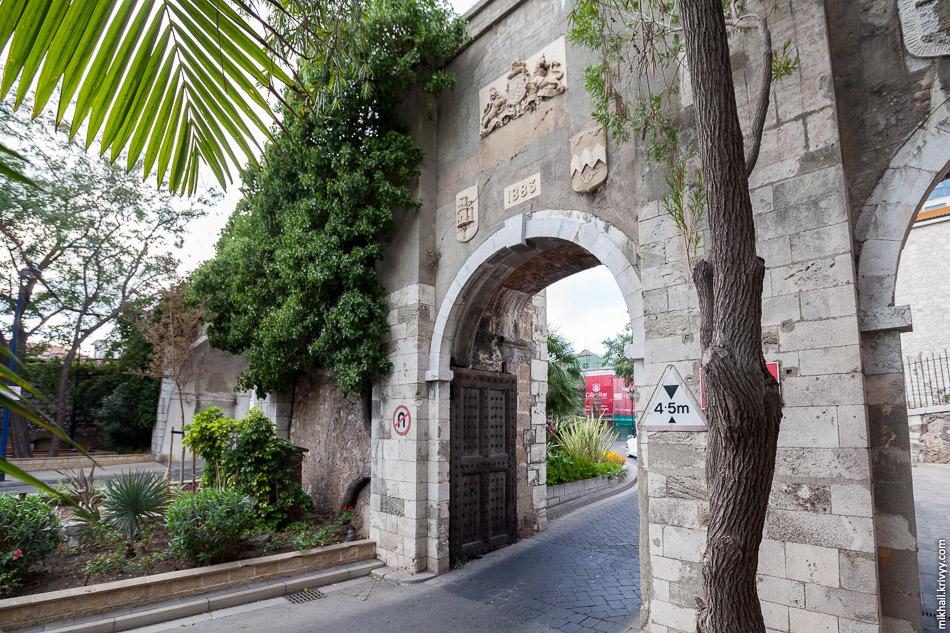 Городская стена города Гибралтар.