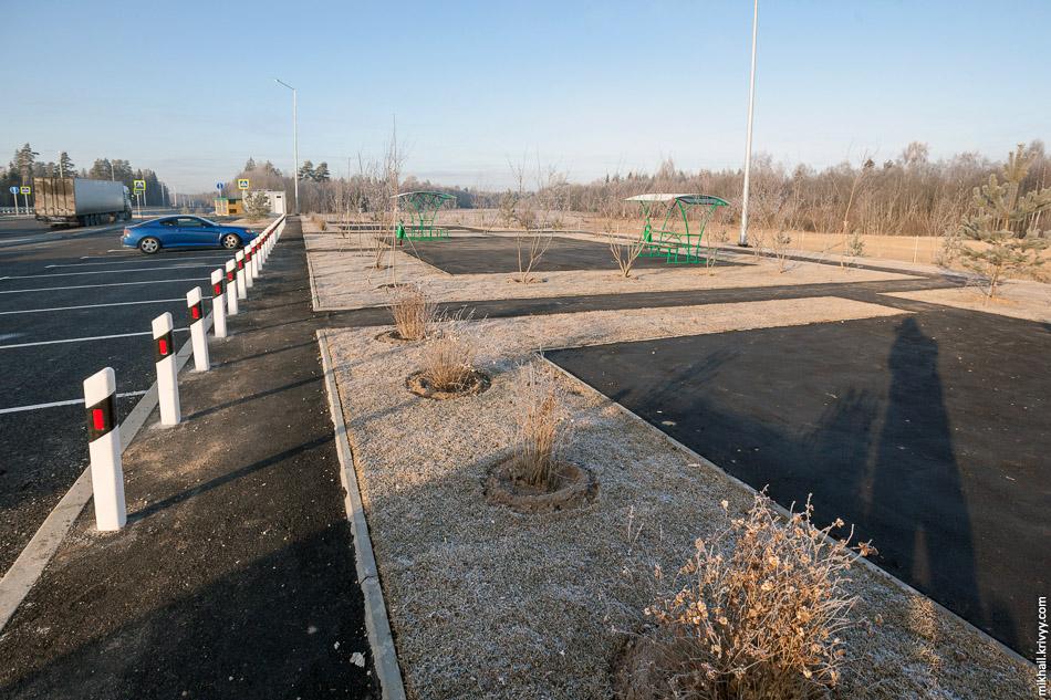"""Зона отдыха на платной автомагистрали М11 Москва - Санкт-Петербург. На """"обходе Волочка"""" таких зон 8, по 4 в каждую сторону."""