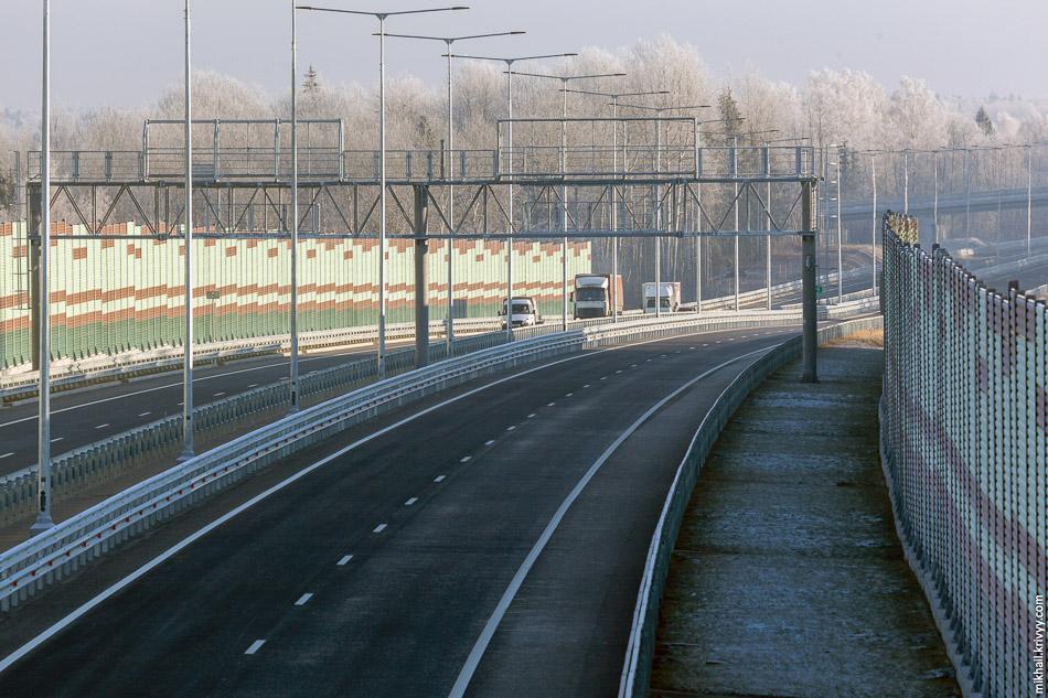 Работают они очень заметно. Шум автомагистрали слышен только с той стороны, где шумозащитные барьеры заканчиваются.