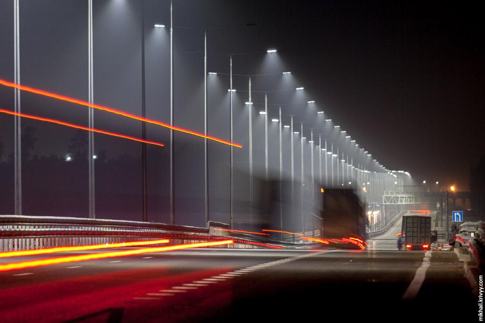 Светильники идеально направлены на дорогу. Нет никакой засветки. Сюрреализм какой-то, никогда такого контраста света и тьмы не видел.