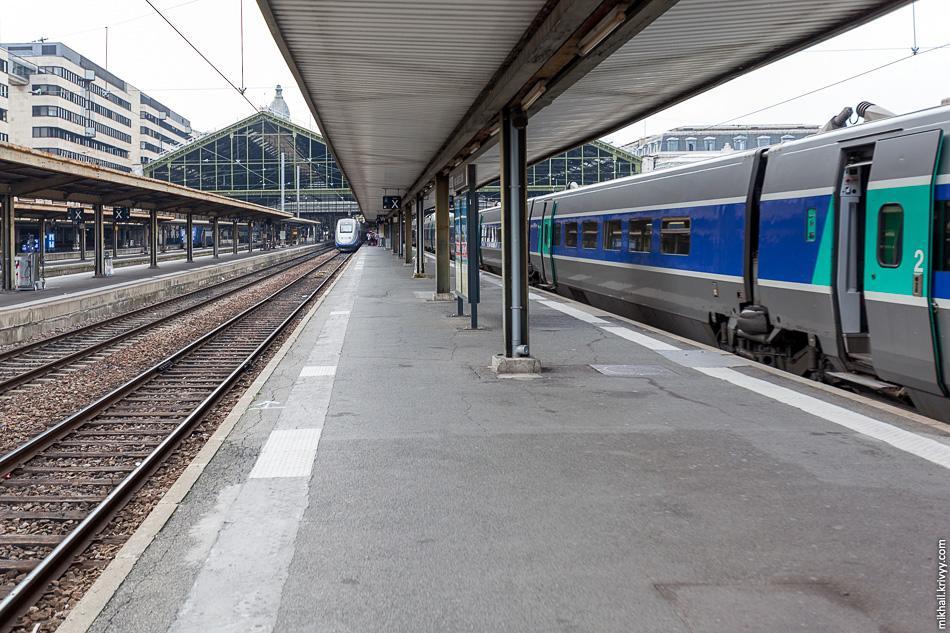 Вид в обратную сторону. Поезда TGV.