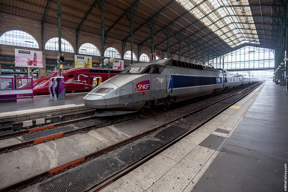 Поезда Thalys и TGV на Северном вокзале, Париж.