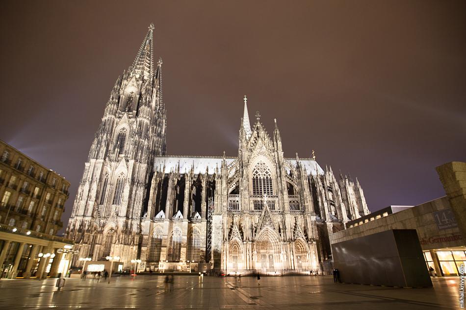 Кёльнский Собор всем долгостороям долгострой. Строительство, в общей сложности, длилось 632 года.