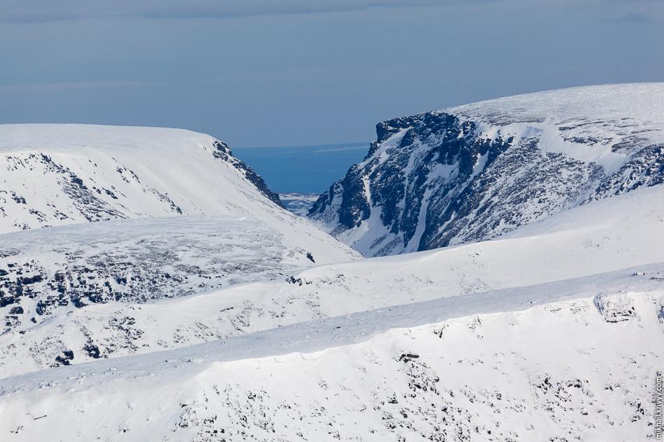 Вид с горы Айкуайвенчорр на северо-восток, в сторону Северного Ледовитого океана. До него тут каких-то 190 км.