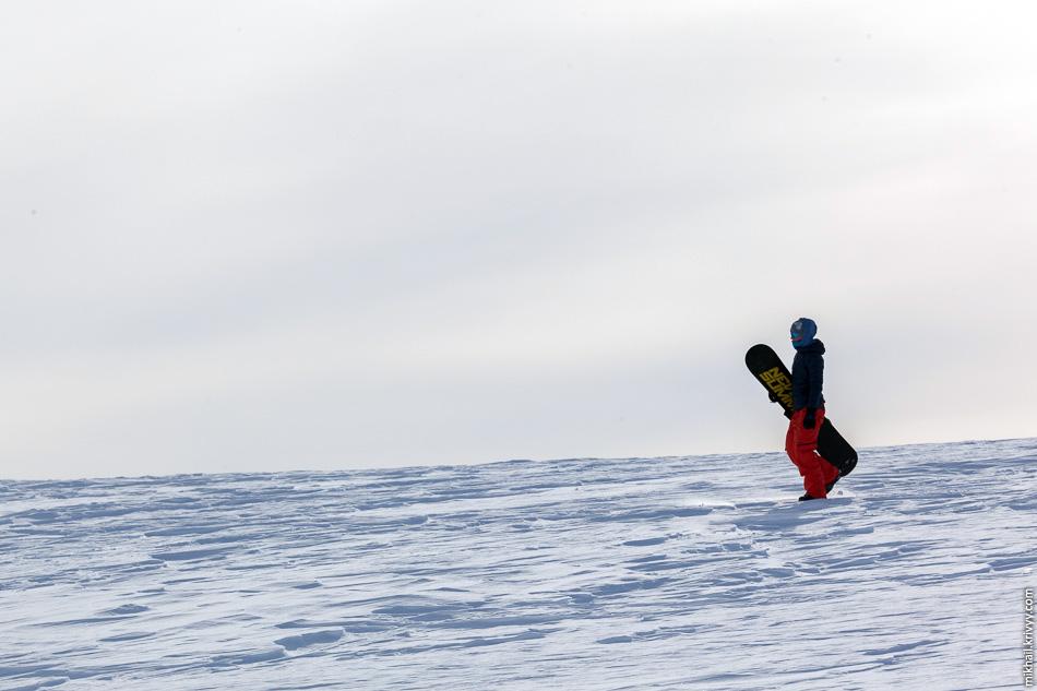 На вершину горы Айкуайвенчорр можно подняться на подъемнике. С нее начинается несколько горнолыжных спусков.
