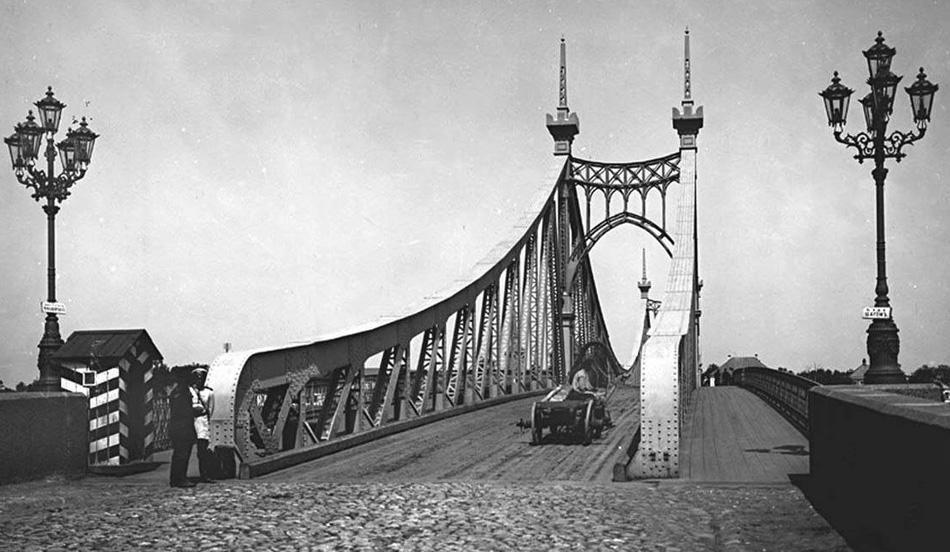 Посмотрите, как прекрасно смотрелся мост без проводов.