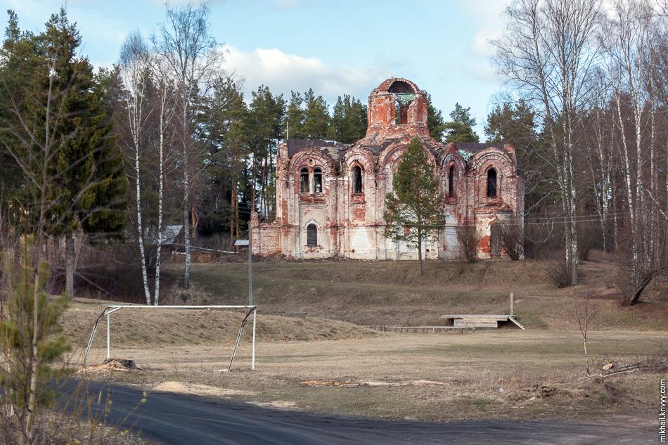4. Разрушенная церковь Иверской иконы Божьей Матери в Лыкошино.