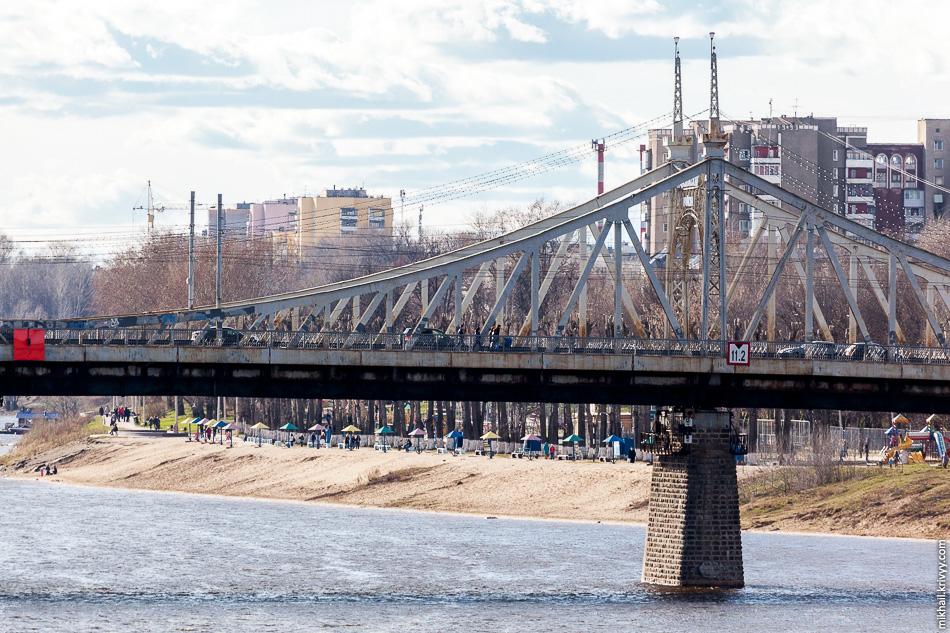 Когда этот мост, как и мост в Великом Новгороде, был частью дороги Москва - Санкт-Петербург