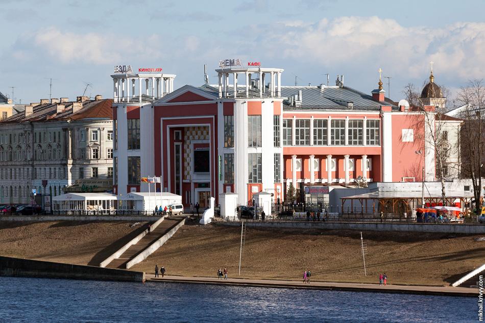 """Кинотеатр """"Звезда"""". Открыт в 1937 году, здание кинотеатра  — памятник архитектуры постконструктивизма. Отрадно что здание дожило да наших дней практически в своем изначальном виде."""
