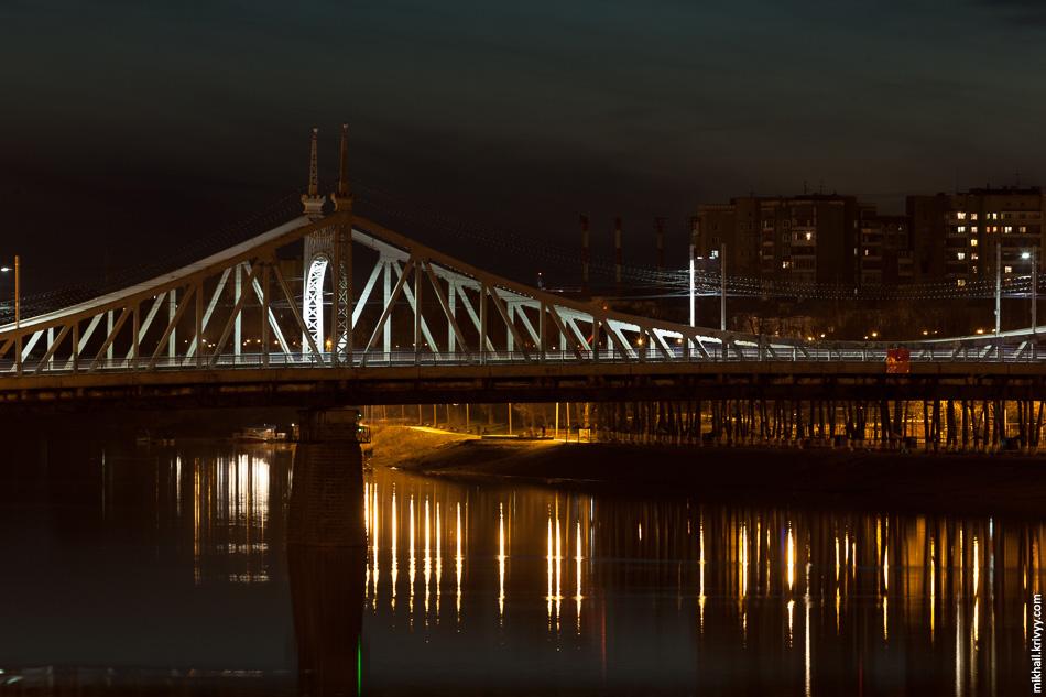 У моста есть подсветка, но ее почему-то не включили.