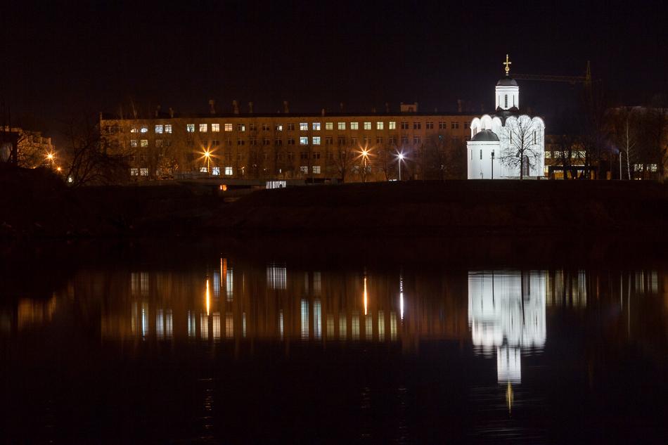 То же самое, только вечером. Часовня Михаила Тверского на острове Памяти.