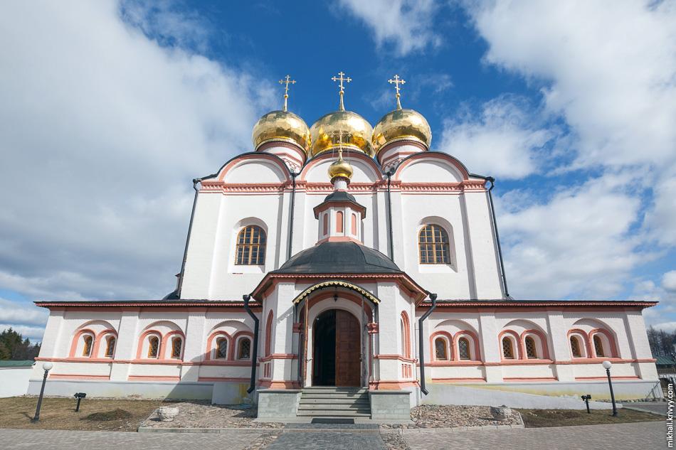 Собор Успения Пресвятой Богородицы Иверского монастыря.