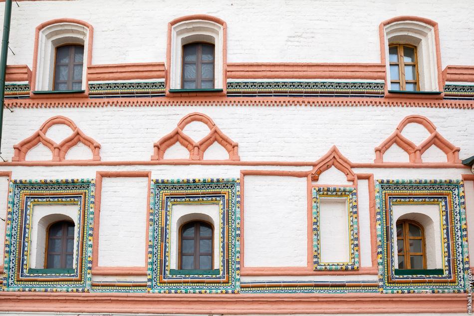 Настоятельский корпус, детали. Построен во второй половине XVII века.