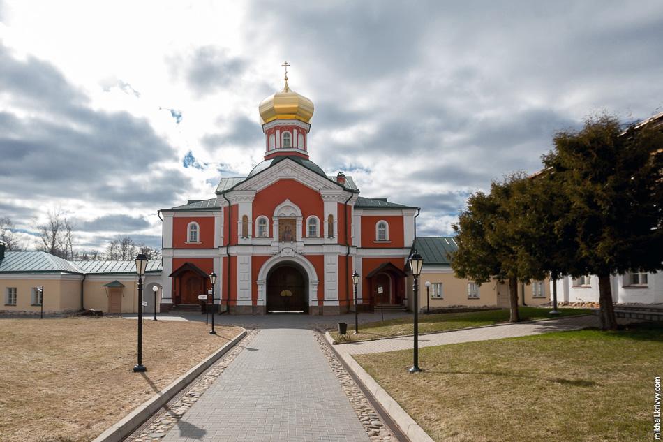 Надвратная церковь во имя Святителя Филиппа митрополита Московского и всея Руси.